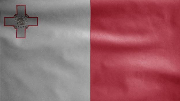 Maltese vlag zwaaien in de wind. malta banner waait zachte zijde.