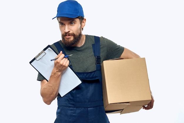 Man aan het werk als koerier