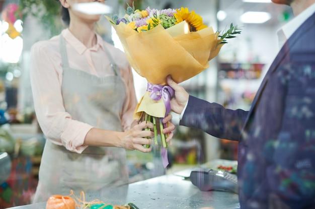 Man bloemen kopen
