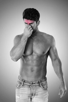 Man die lijdt aan grote pijn van sinus