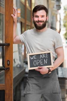 Man die we zijn open teken Gratis Foto