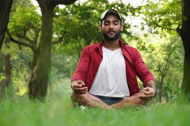 Man doet yoga voor angst