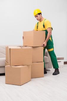 Man dozen afleveren tijdens verhuizing