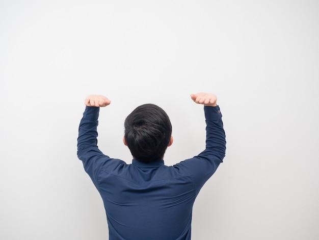 Man draai terug gebaar iets dragen witte achtergrond