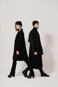 Man en vrouw lopen in verschillende richtingen