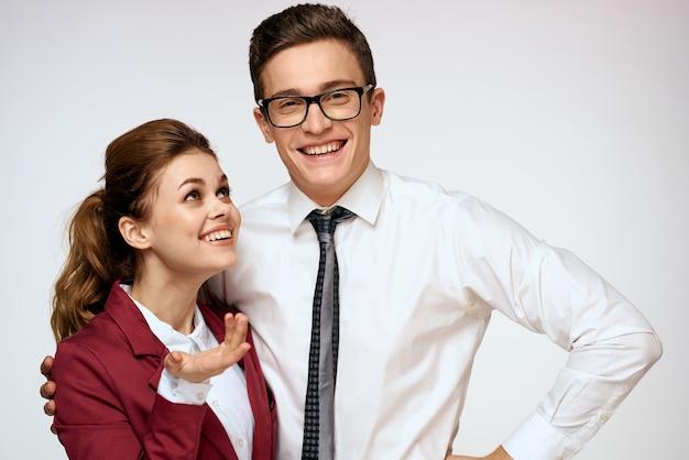 Man en vrouw werken collega's in een dialoogvenster