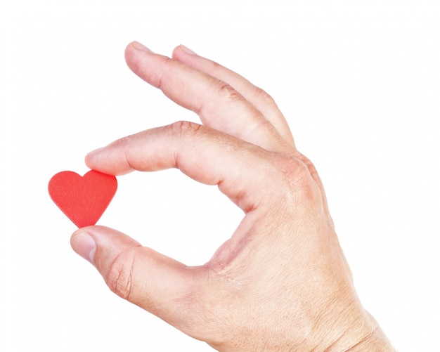 Man hand die een menselijk hart houdt. symbool van gezondheid en liefde.