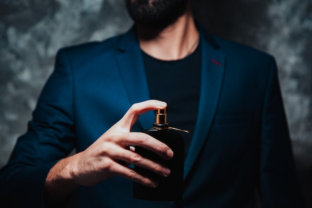 Man hand parfum