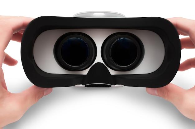 Man handen met virtuele bril, vr-bril headset geïsoleerd op wit