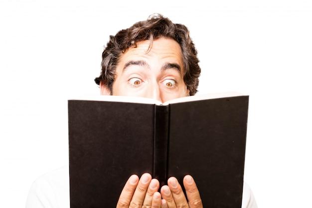 Man het lezen van een boek