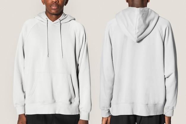 Man in beige hoodie winter kleding shoot voor jongeren
