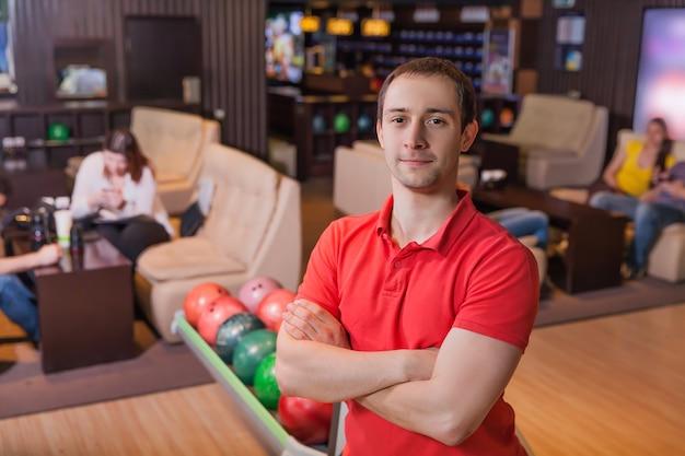 Man in bowlen