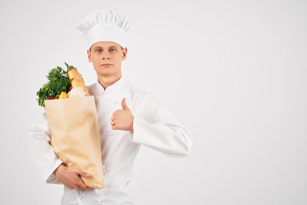 Man in chef-kok uniforme supermarktservice voor voedselbezorging
