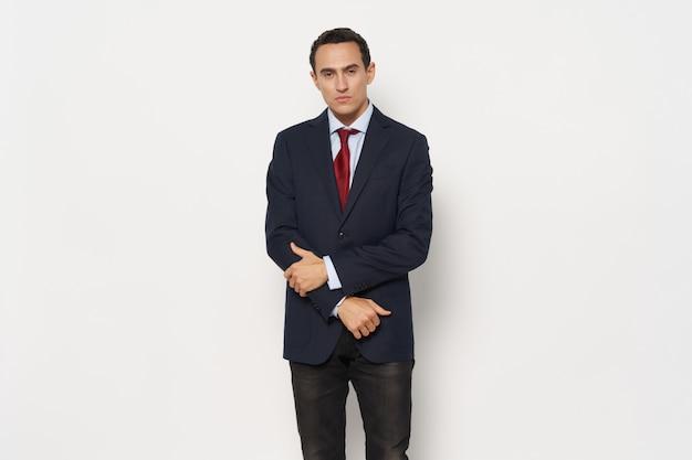 Man in klassieke pak bijgesneden weergave zakenman zelfverzekerde man