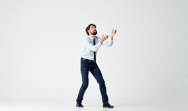 Man in overhemd met stropdas office emoties manager