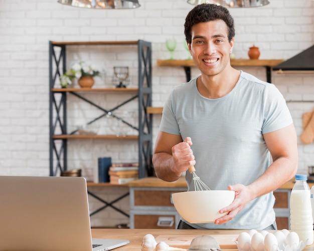 Man koken met zuivelproducten