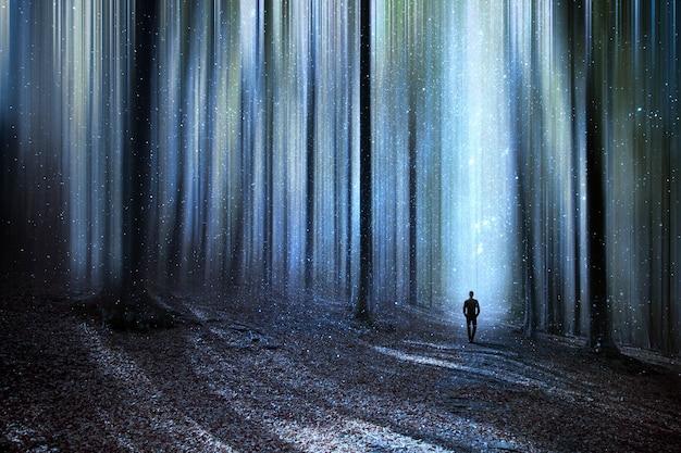 Man loopt door een surrealistisch bos