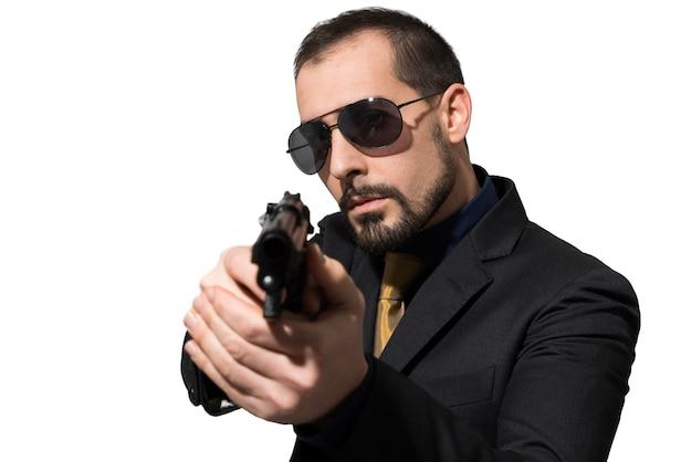 Man met behulp van een pistool