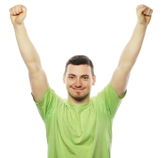 Man met beide handen omhoog in de lucht.