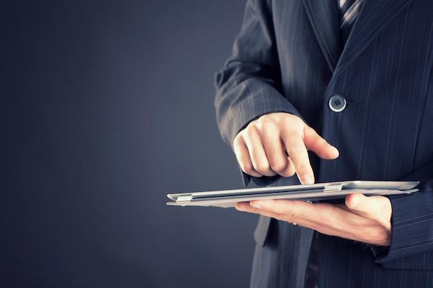 Man met digitale tablet, close-up
