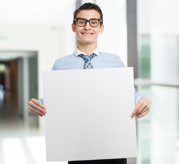 Man met een bordje