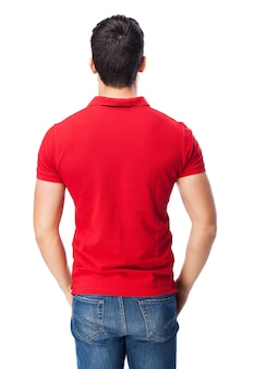 Man met een rode pool
