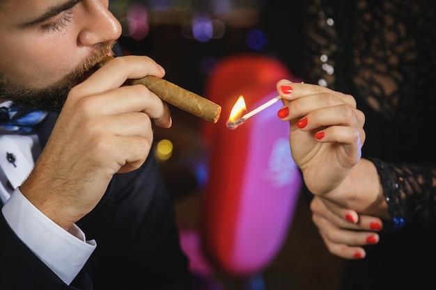 Man met een sigaar