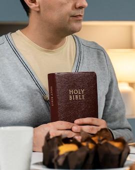 Man met het heilige boek
