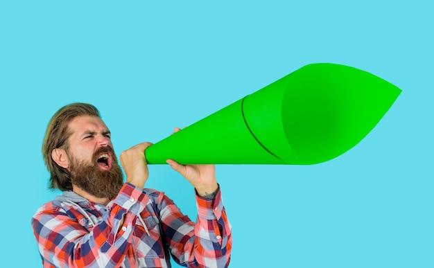 Man met luidspreker vrijheid van meningsuiting werelden problemen man met luidspreker rally protest eigen