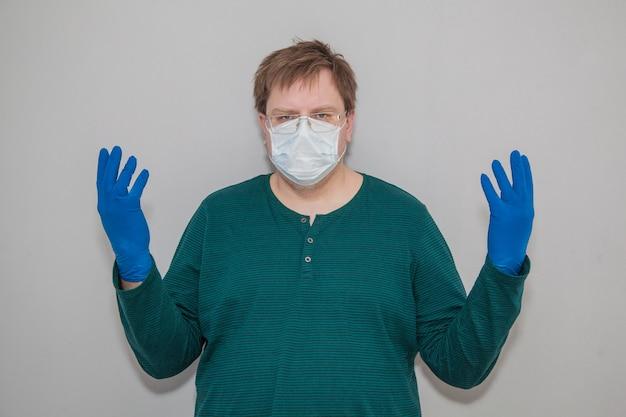 Man met masker en handschoenen tegen coronavirus