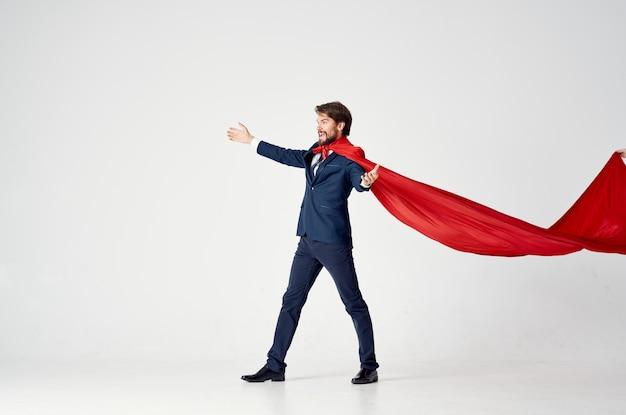 Man met rode cape superman sprong