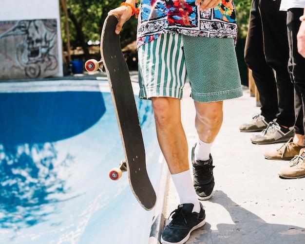 Man met skateboard uitsnijden