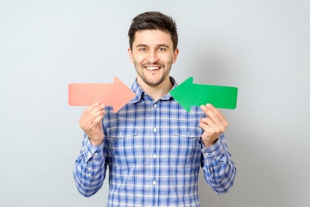 Man met twee pijlen naar rechts en links