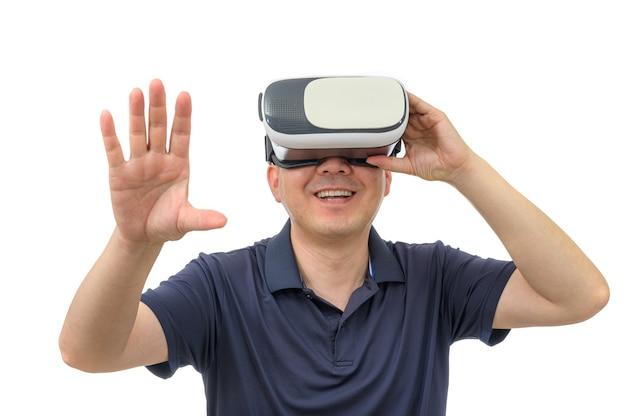 Man met virtual reality-bril geïsoleerd op een witte achtergrond