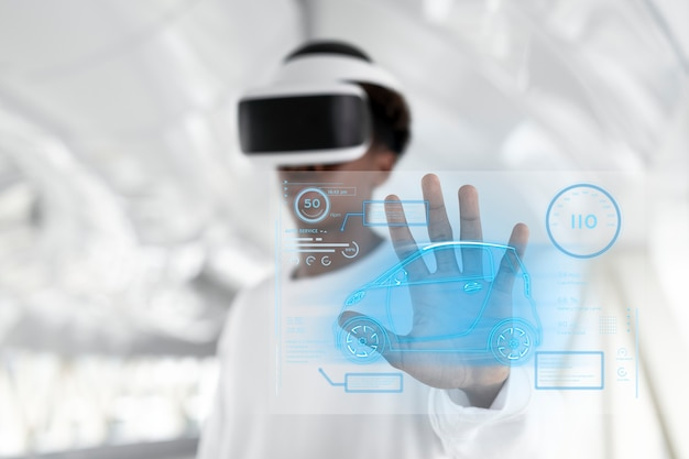 Man met vr-headset die een holografisch scherm aanraakt