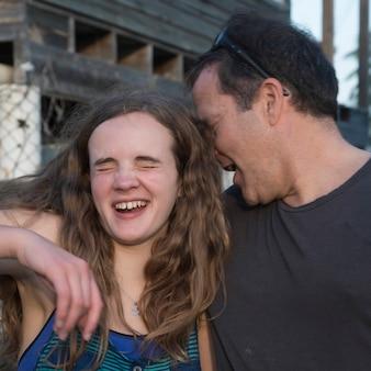 Man met zijn dochter, cayman cay, utila island, bay islands, honduras