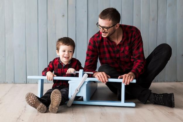 Man met zoon op vaders dag