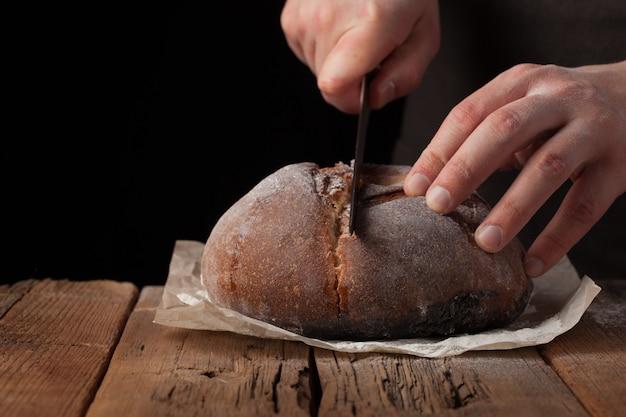 Man plakjes heerlijk vers brood.