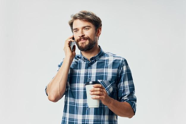 Man praten aan de telefoon