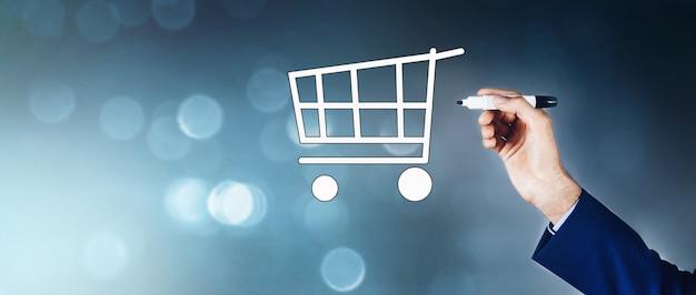 Man raakt een e-commerce-concept aan