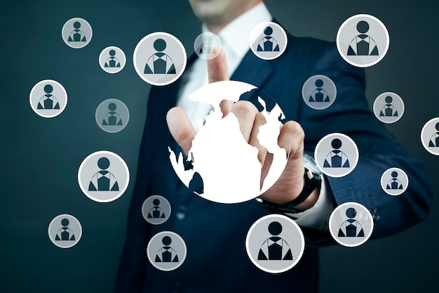 Man raakt wereldwijd sociaal netwerk en verbinding internet