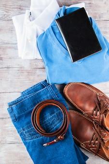 Man's kleding lifestyle schoenen liggen plat