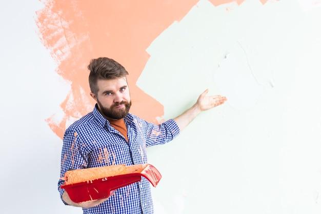 Man schilderij binnenmuur van nieuw huis