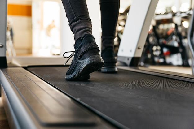 Man trainen in de sportschool