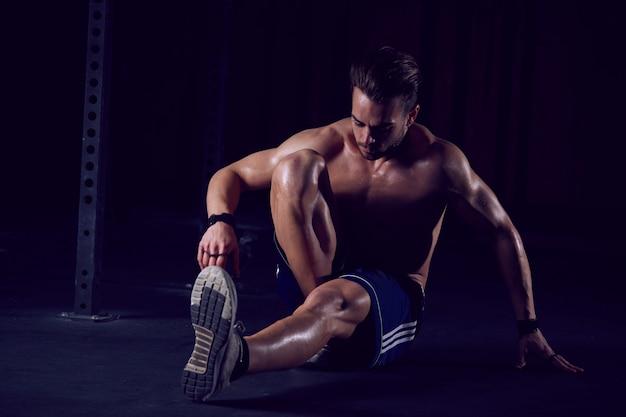 Man training in de sportschool