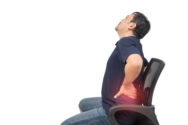 Man van middelbare leeftijd die aan geïsoleerde rugpijn lijden, lage rugpijn en gezondheidszorgconcept