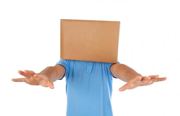 Man verblind door de kist om op zijn hoofd te zetten