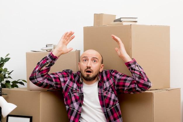 Man verhuizen naar een nieuw huis