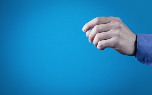Man vingers om iets vast te houden.