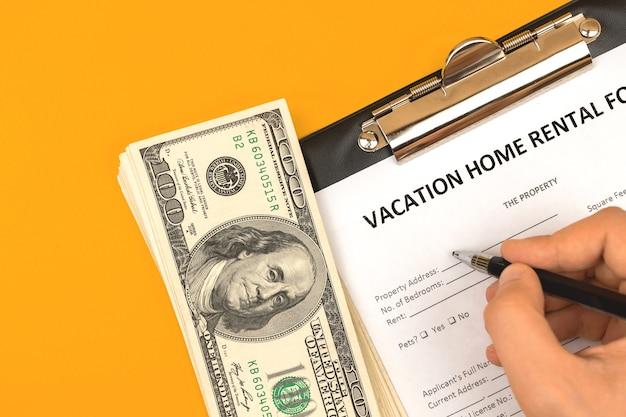 Man vullen vakantie verhuur huisvesting onroerend goed aanvraagformulier, bovenaanzicht